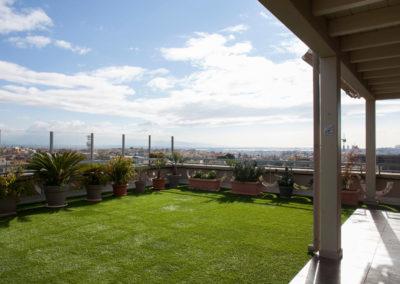 Terrassen, die mit Kunstrasen gepflastert werden